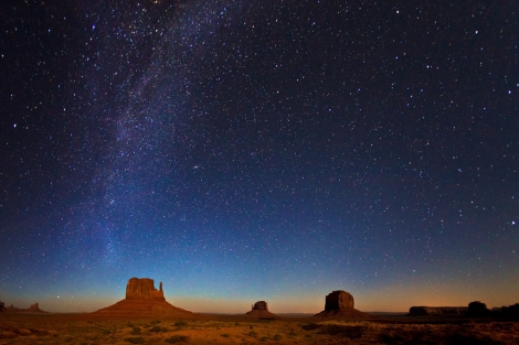 Monument-Valley-in-Moonlight-and-Stars